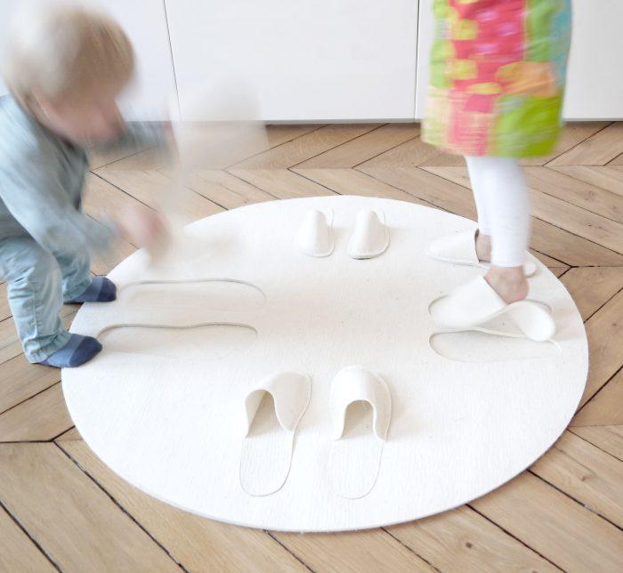 Teppich auf Parkett mit springenden Kindern Carpet inFABric